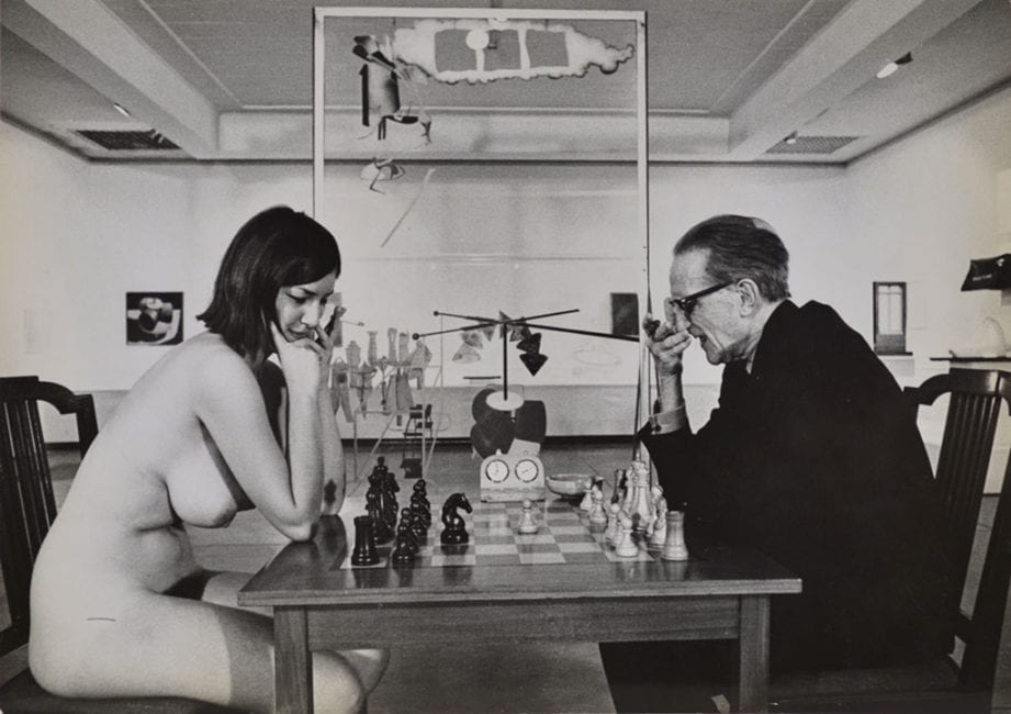 © Julian Wasser - Duchamp Retrospective at the Pasadena Art Museum 1963 with Eve Babitz
